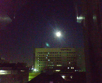 7号館から見た朝月