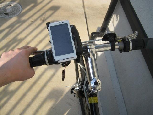 自転車にXperiaをマウントしたところ