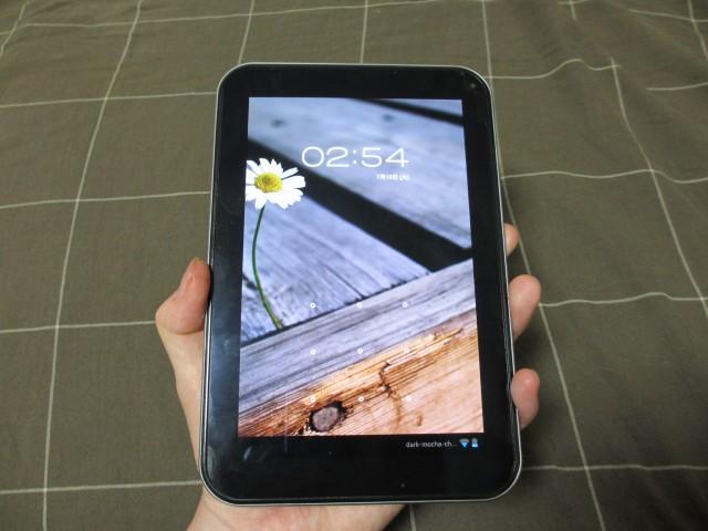 REGZA Tablet AT570 手に持ったサイズ1